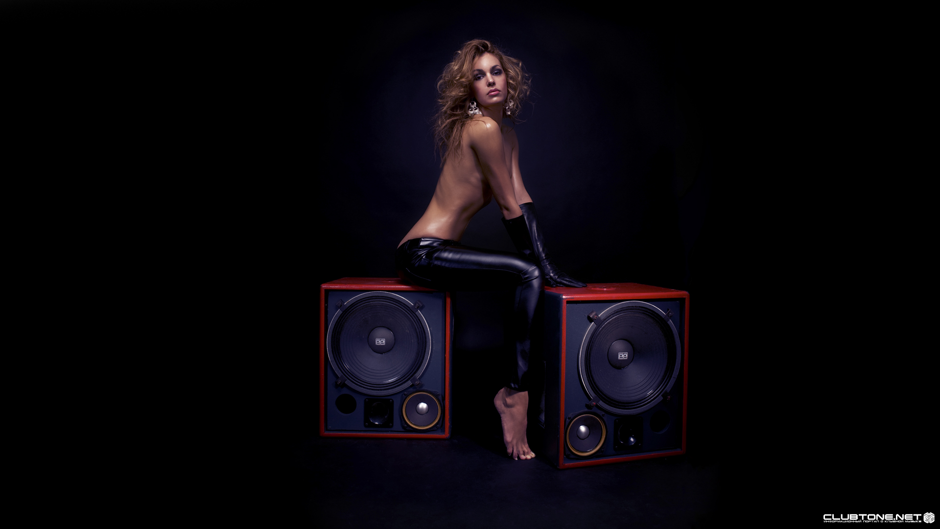 girl & big speaker 2