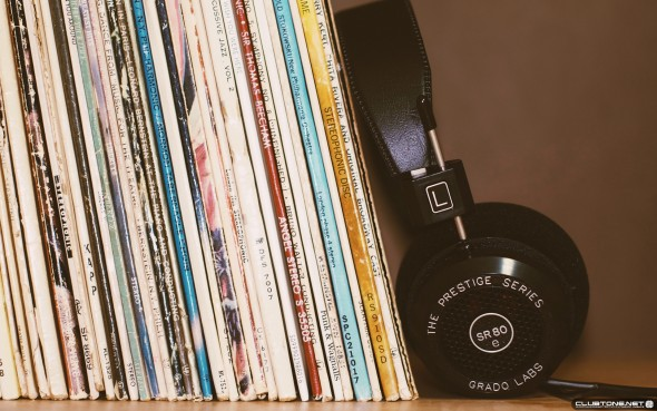 headphones on music collection предпросмотр