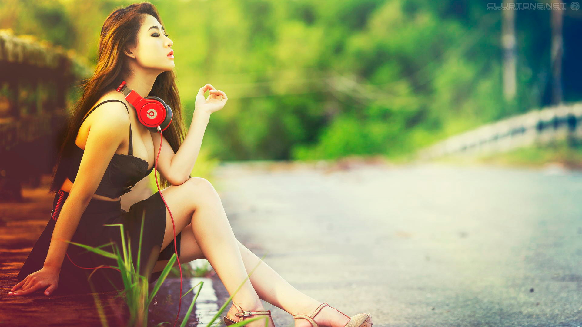 thai girl with headphones 2