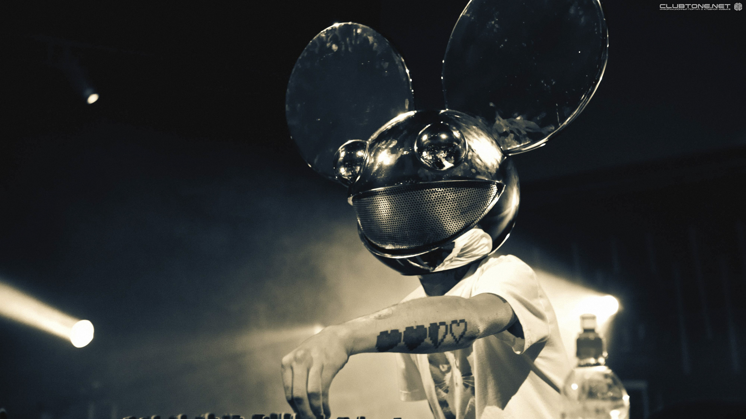 Deadmau5 playing