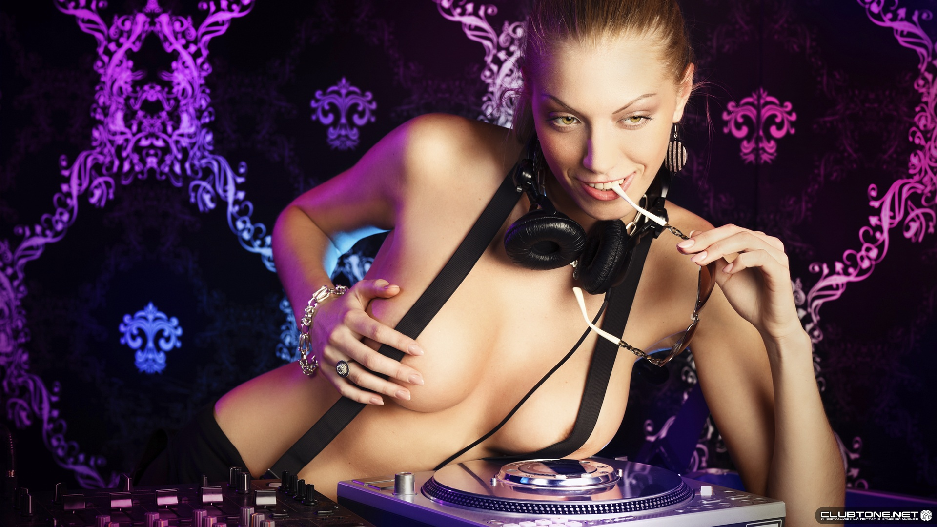 playful dj Girl</a></noi Girl