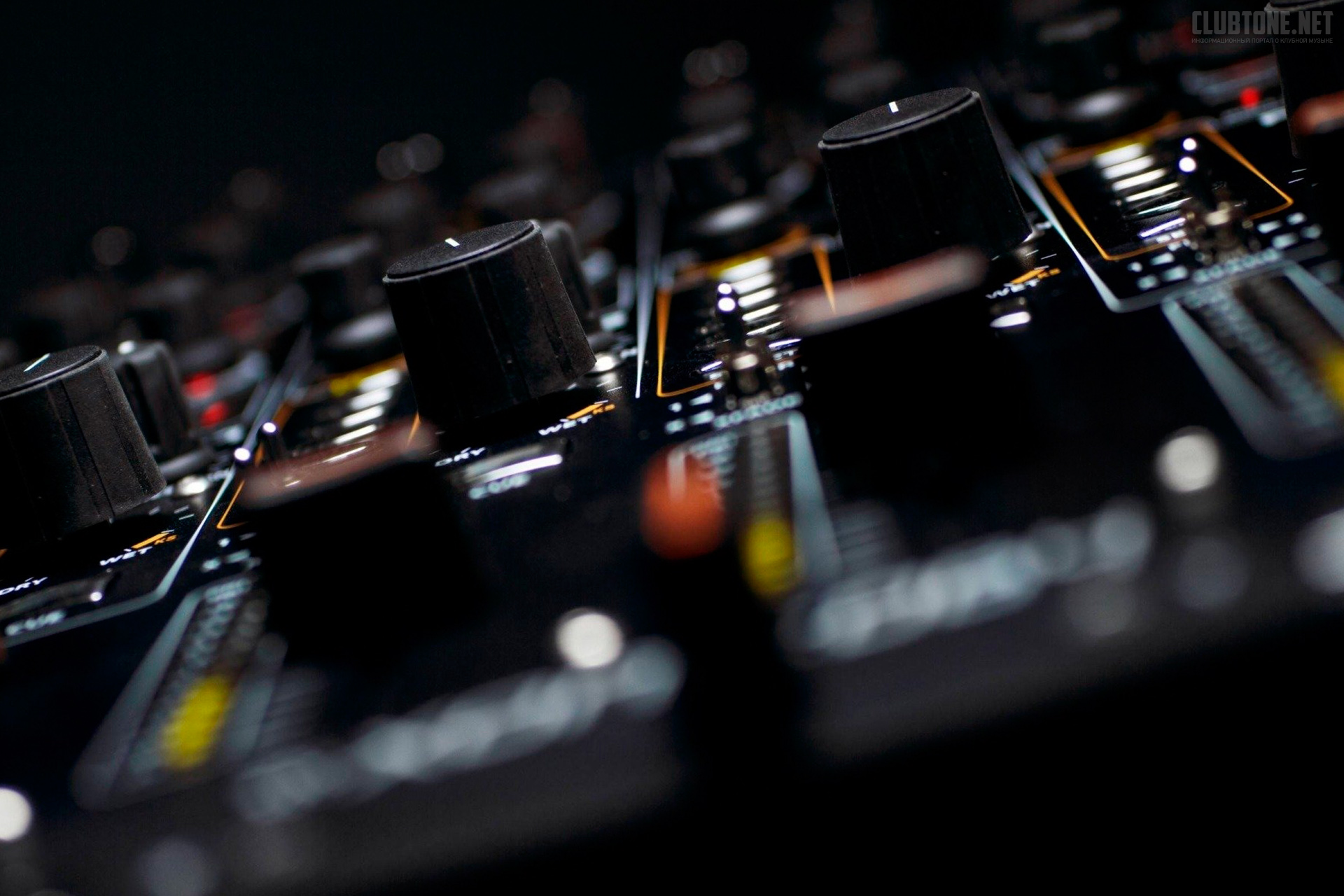 macro dj player