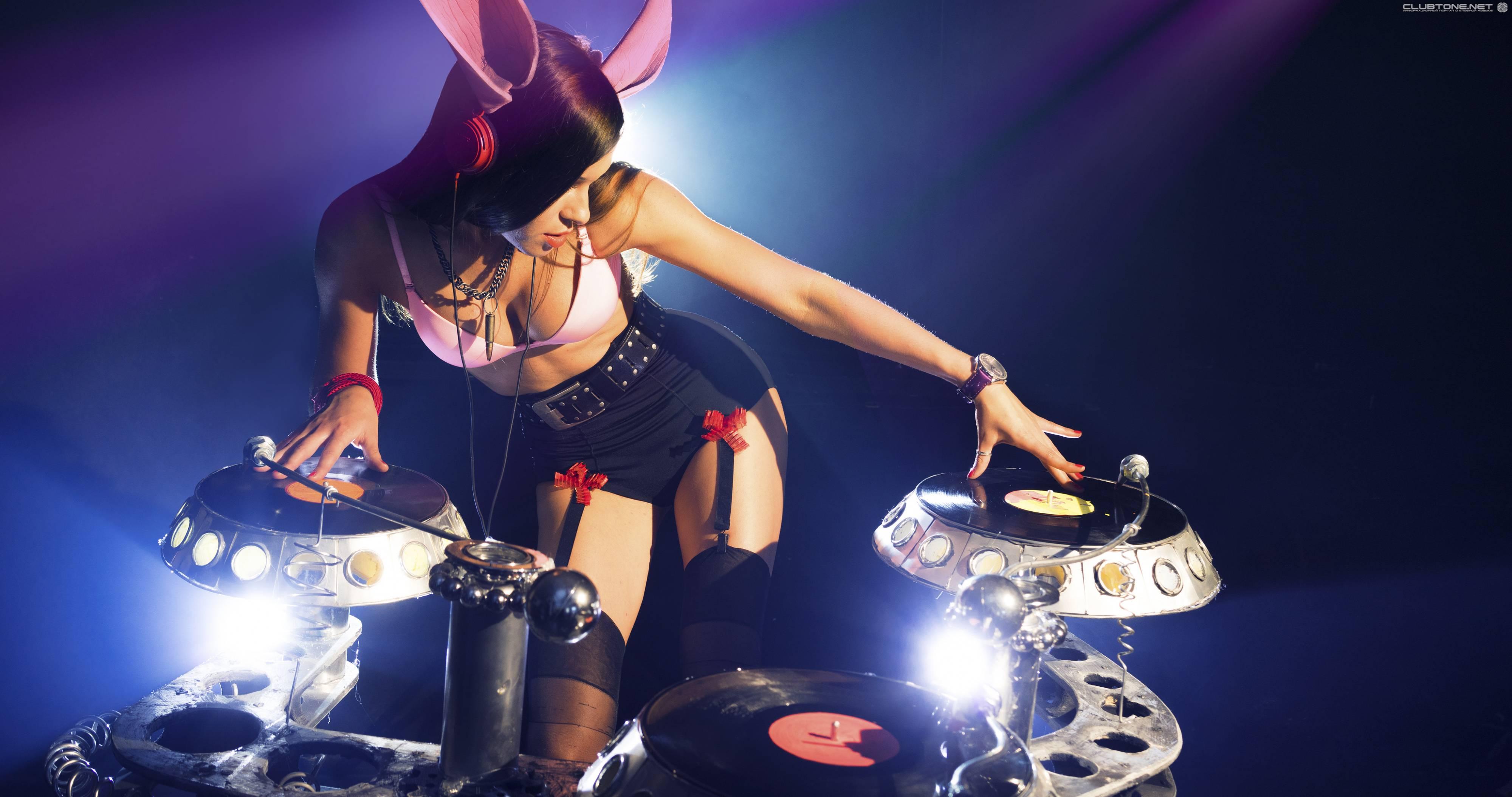Sexy Girl In Webcam Doing Strip Dance  Redtube Free